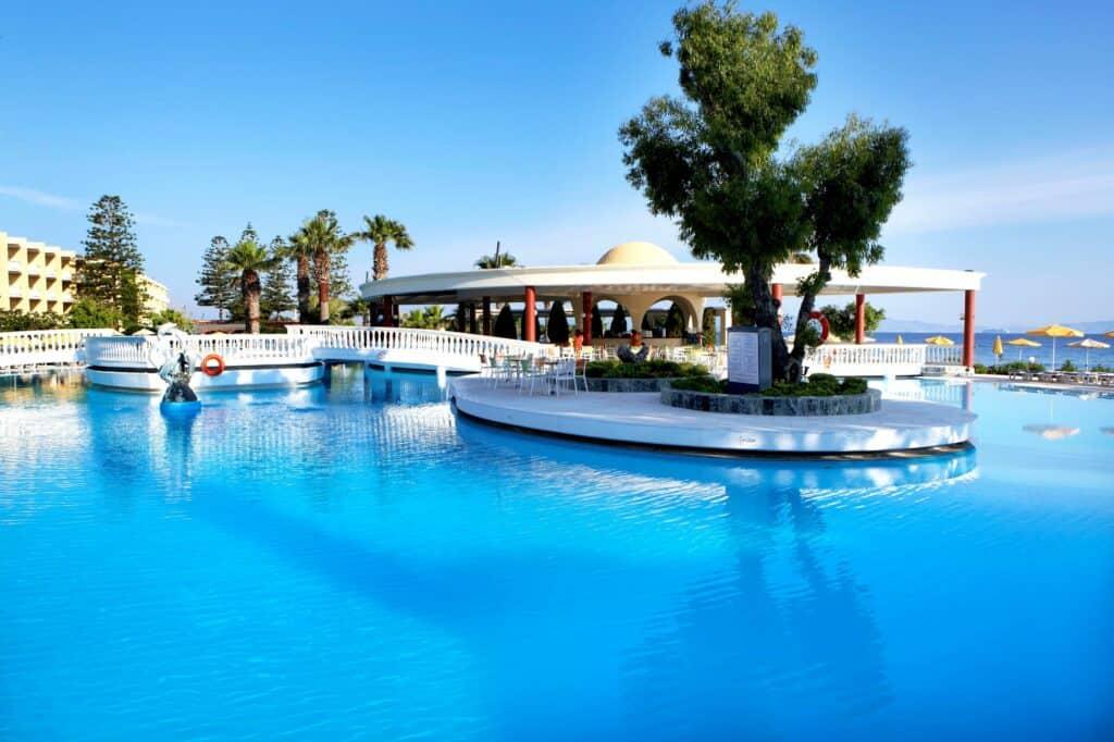 Zwembad van Sunshine Rhodes in Trianda (Ialyssos), Rhodos, Griekenland