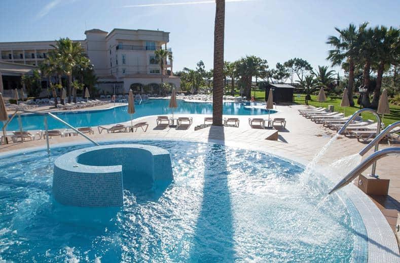 Zwembad van Tui Blue Falesia in Olhos d'Água, Algarve, Portugal