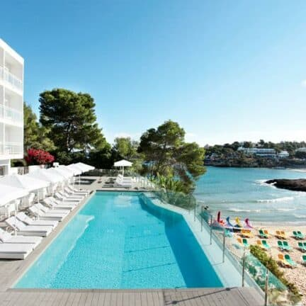 Grupotel Ibiza Beach resort in Cala Portinatx, Spanje