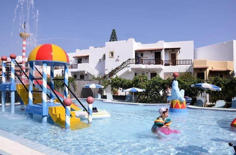 Kinderbad van Alexander Beach in Stalis op Kreta, Griekenland