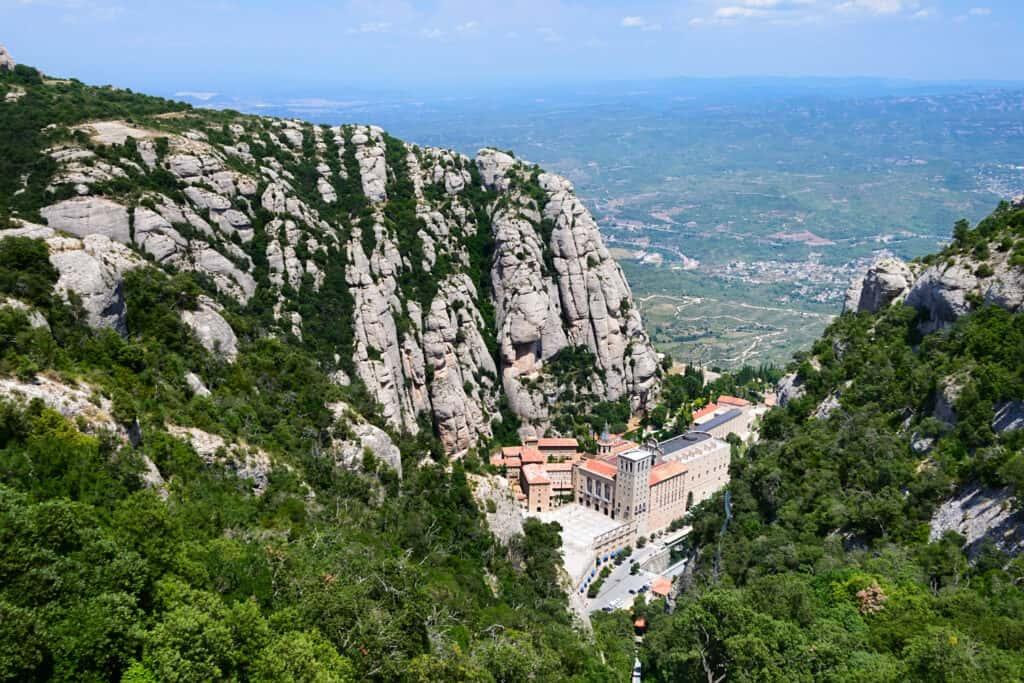 Klooster van Montserrat in de bergen in Spanje