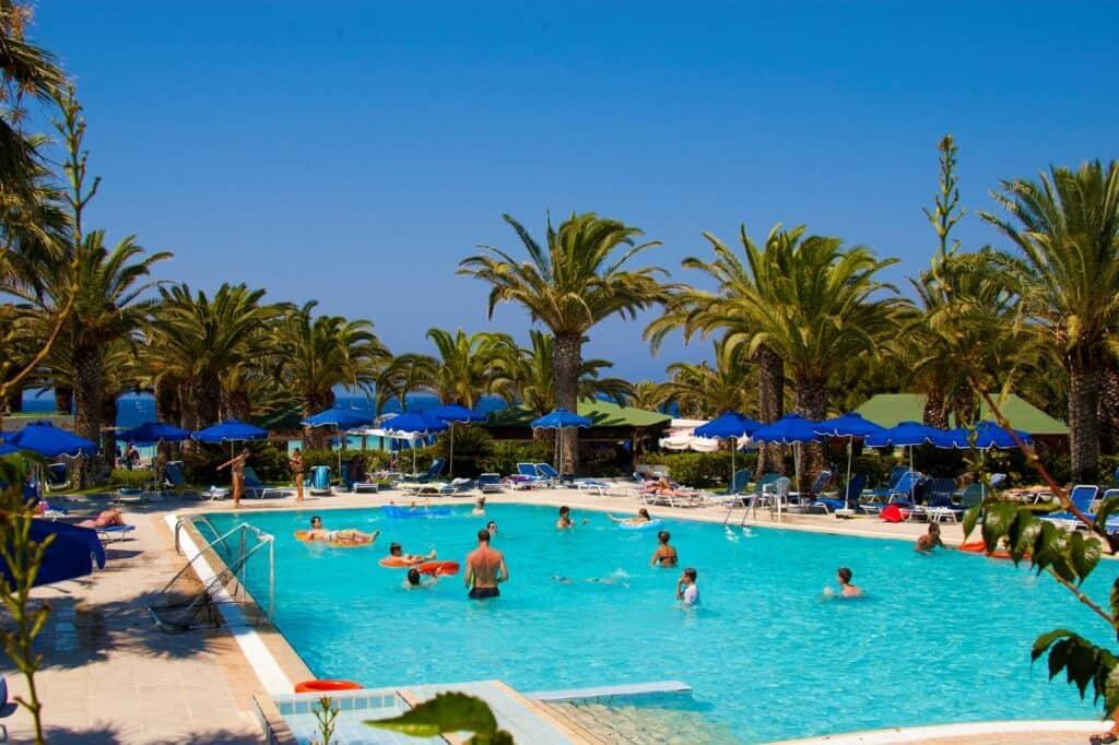 Zwembad van Blue Horizon in Trianda (Ialyssos), Rhodos, Griekenland