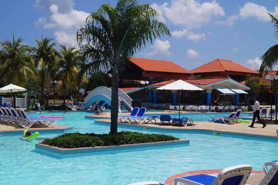 Zwembad van Brisas Guardalavaca in Guardalavaca, Holguín, Cuba