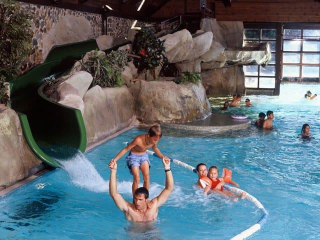 Zwembad van Disney's Sequoia Lodge in Marne-la-Vallée, Parijs, Frankrijk