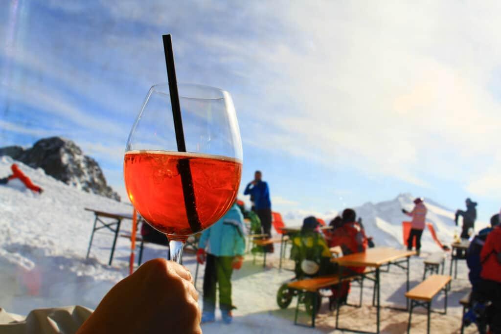 Aperol Spritz tijdens de Apres-ski op wintersport