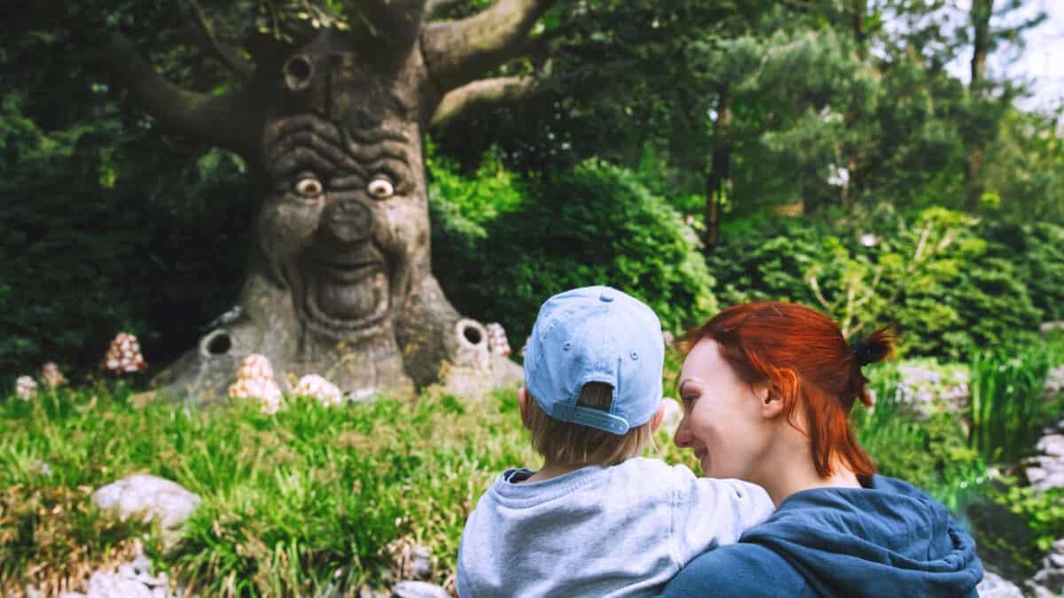 Moeder met kind in de Efteling, Kaatsheuvel