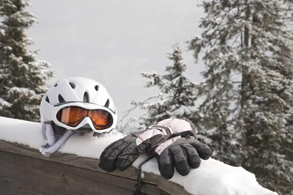 Skihelm en handschoenen