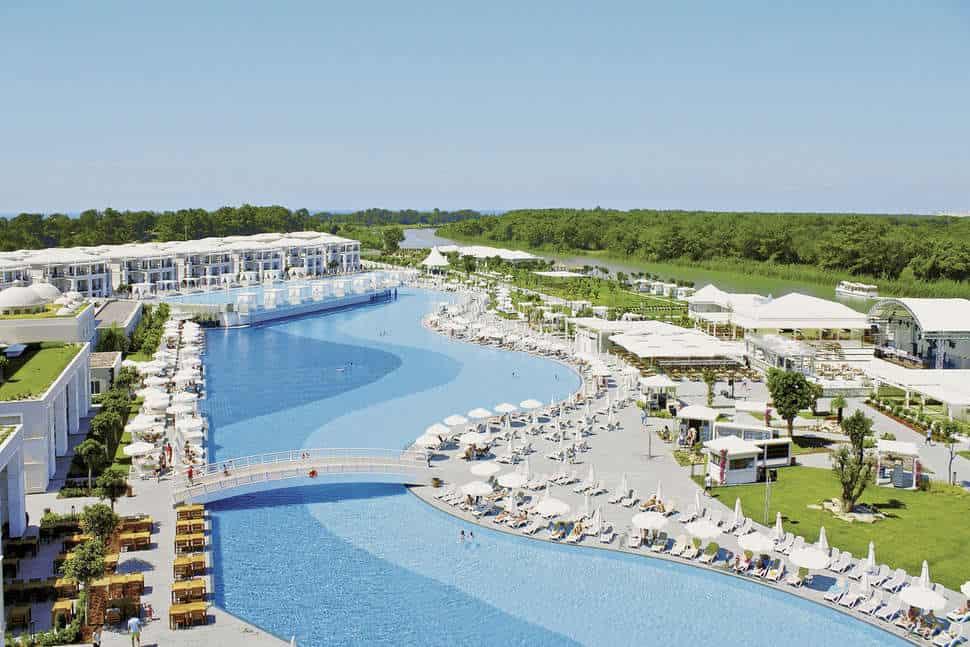 Zwembad van Titanic Deluxe Golf Belek in Belek, Turkse Rivièra, Turkije