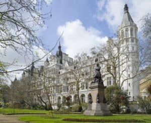 Voorzijde van The Royal Horseguards in Londen, Engeland