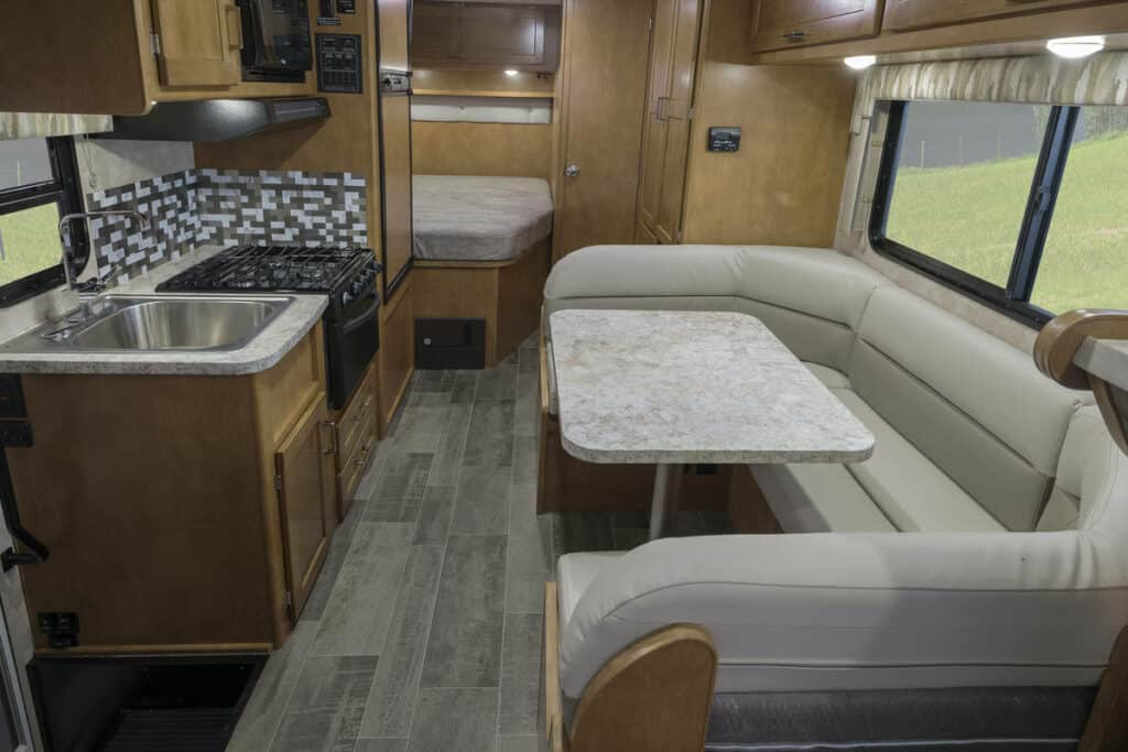 Interieur achterzijde Best Time RV - Campertype E-24