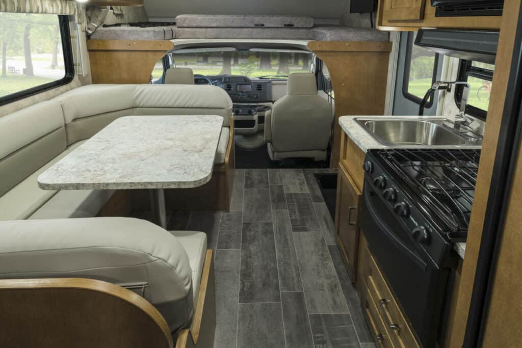 Interieur voorzijde Best Time RV - Campertype E-24