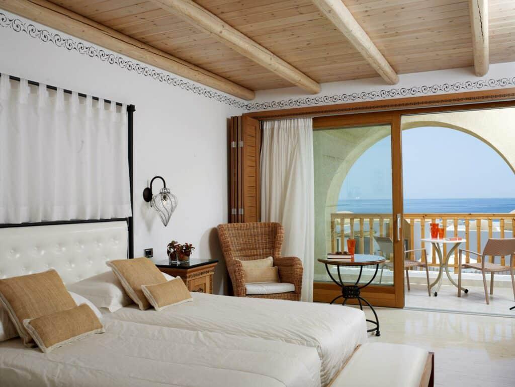 Hotelkamer van Mitsis Blue Domes Resort & Spa