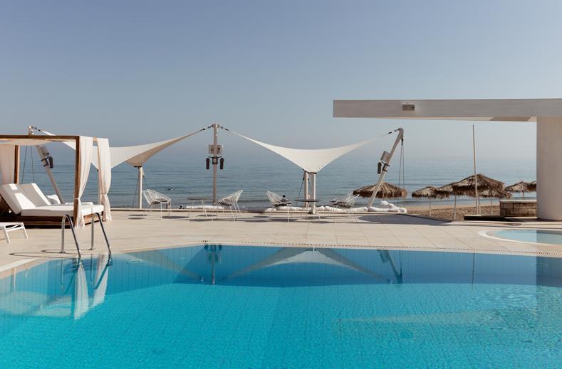 Zwembad van Akrogiali Beach