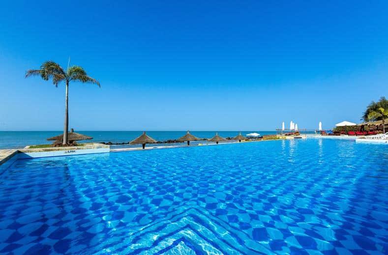 Zwembad van Royal Horizon Baobab en zeezicht