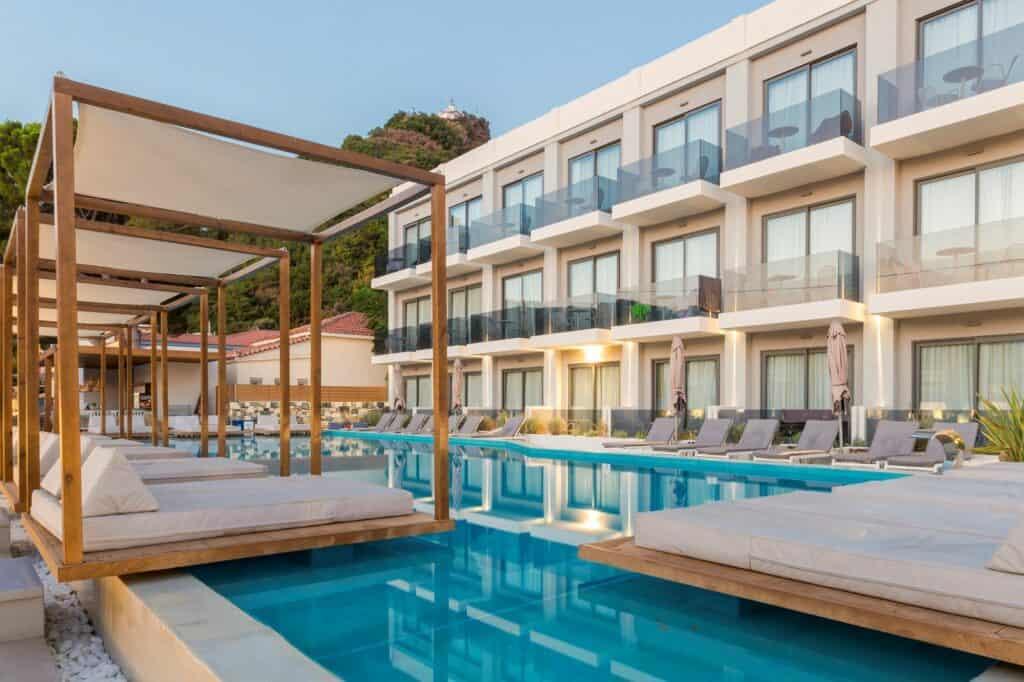 Zwembad van Samian Mare Hotel Suites & Spa
