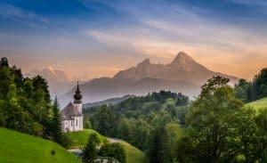 Kerkje op een berg in Duitsland