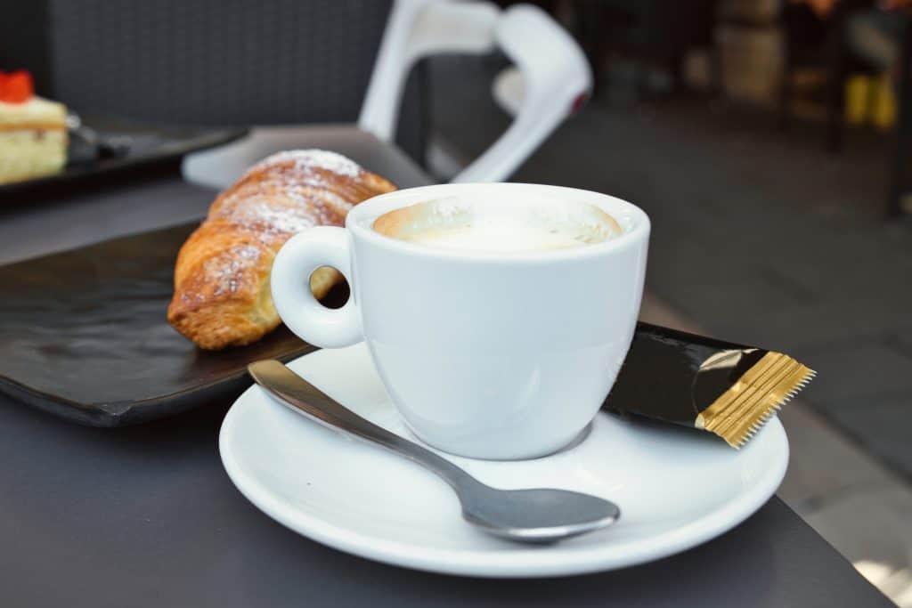 Koffie met een broodje in Triëst