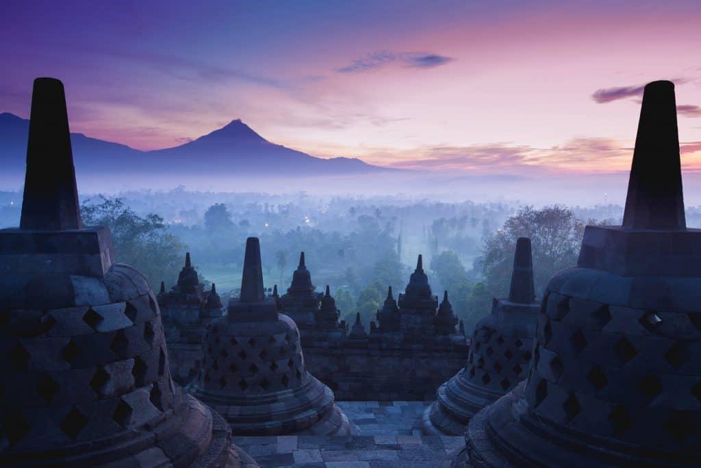 Zonsopgang bij de Borobodur op Java, Indonsië