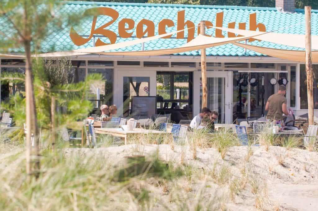 Beachclub van EuroParcs Resort Zuiderzee