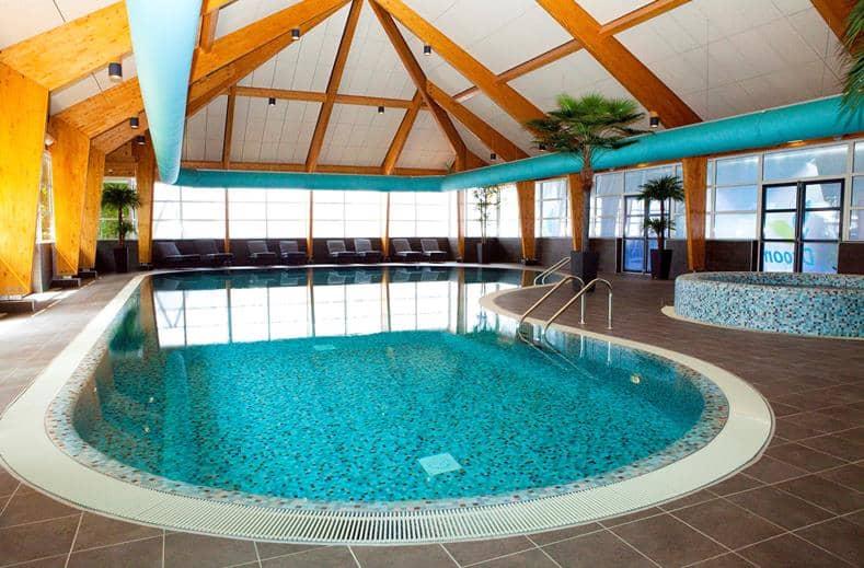 Binnenzwembad van Droompark Bad Hoophuizen