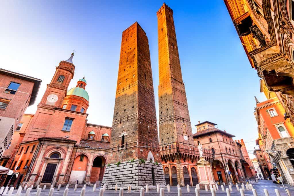 Due Torri, de twee scheve torens van Bologna in Italië