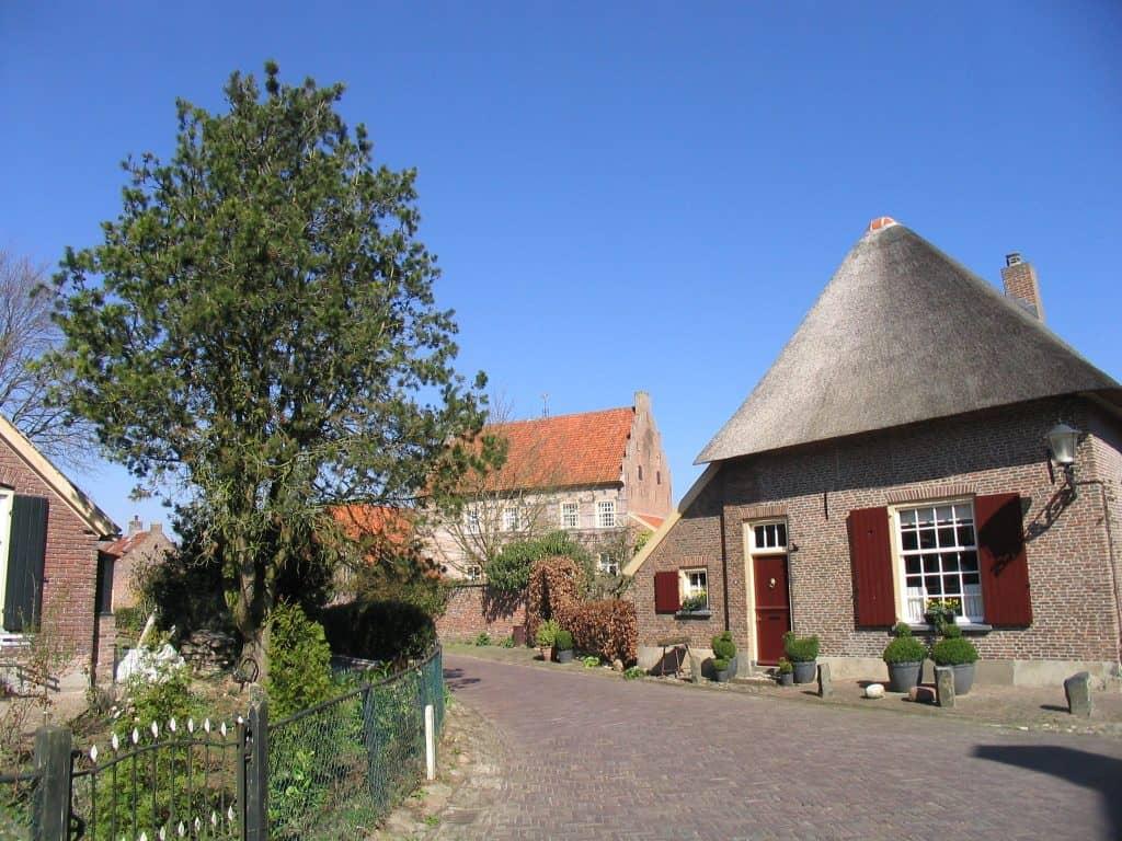 Oude huizen en boerderijen in Bronkhorst