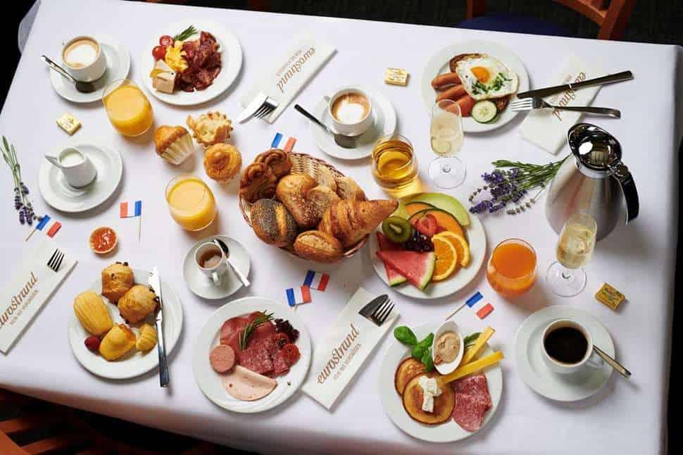 Tafel met ontbijt van Eurostrand Resort Moseltal