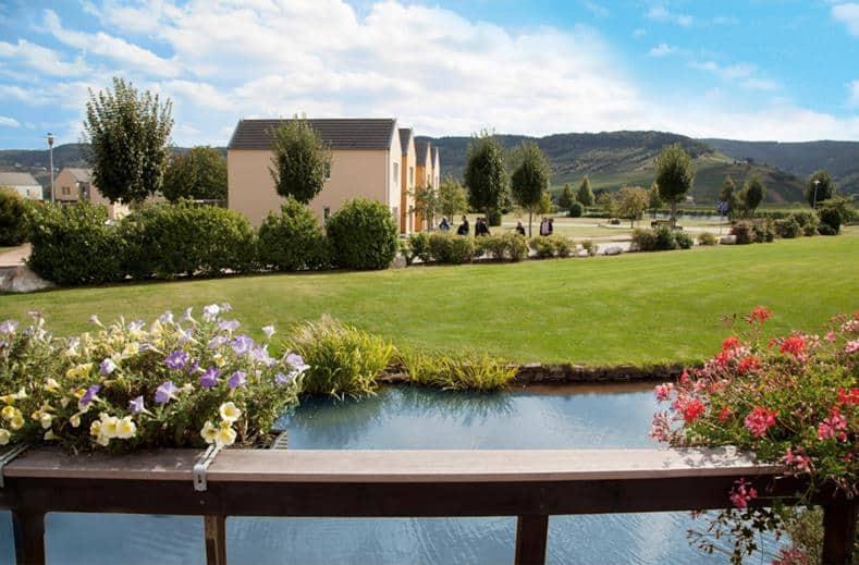 Uitzicht op huisjes van Eurostrand Resort Moseltal