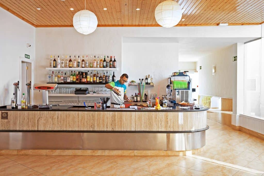 Bar met drankjes en cocktails van Pocillos Playa