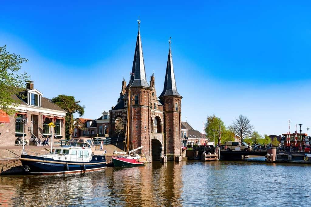 De beroemde Waterpoort poort in Sneek, Friesland