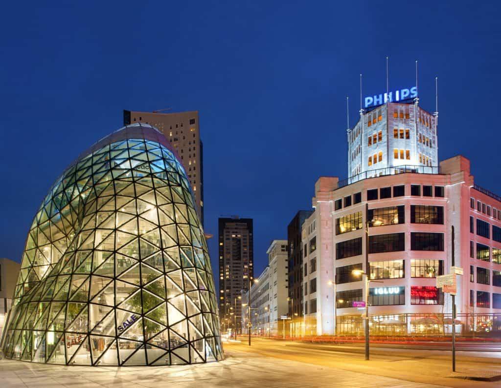 De Blob en Philips fabriek in Eindhoven, Noord-Brabant