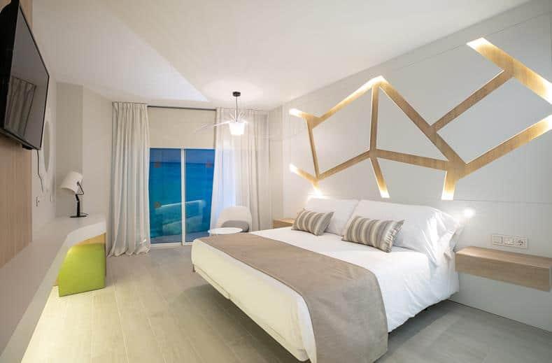 Hotelkamer van The Ibiza Twiins