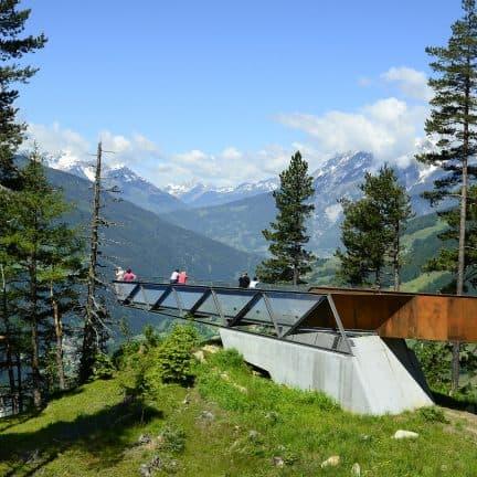 Mensen bij uitkijkpunt Gacher Blick in Kaunergrat, Oostenrijk