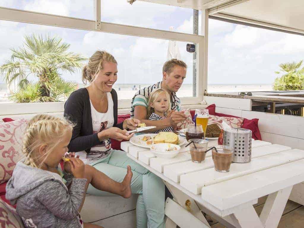 Restaurant aan het strand bij LARGO Hoek van Holland