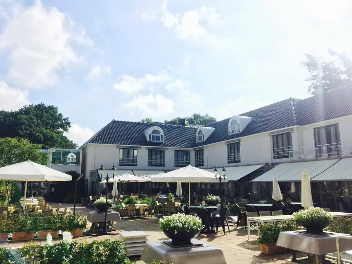Terras van hotel restaurant Oud London in Zeist