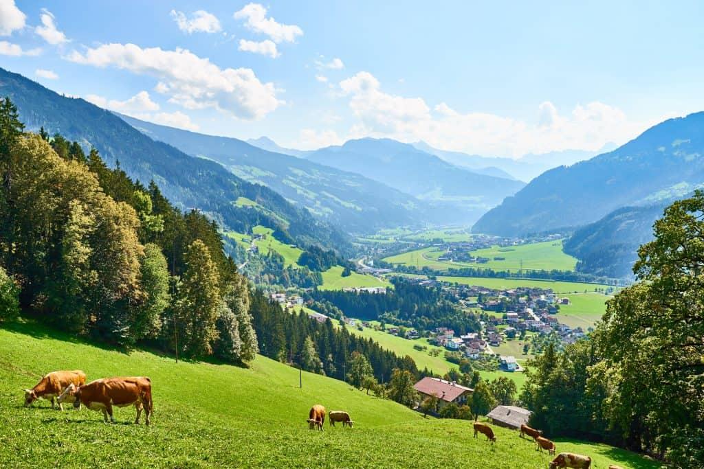 Uitzicht over de Zillertaler vallei in Tirol, Oostenrijk