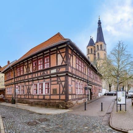 Vakwerkhuis en kerk in Nordhausen, Duitsland