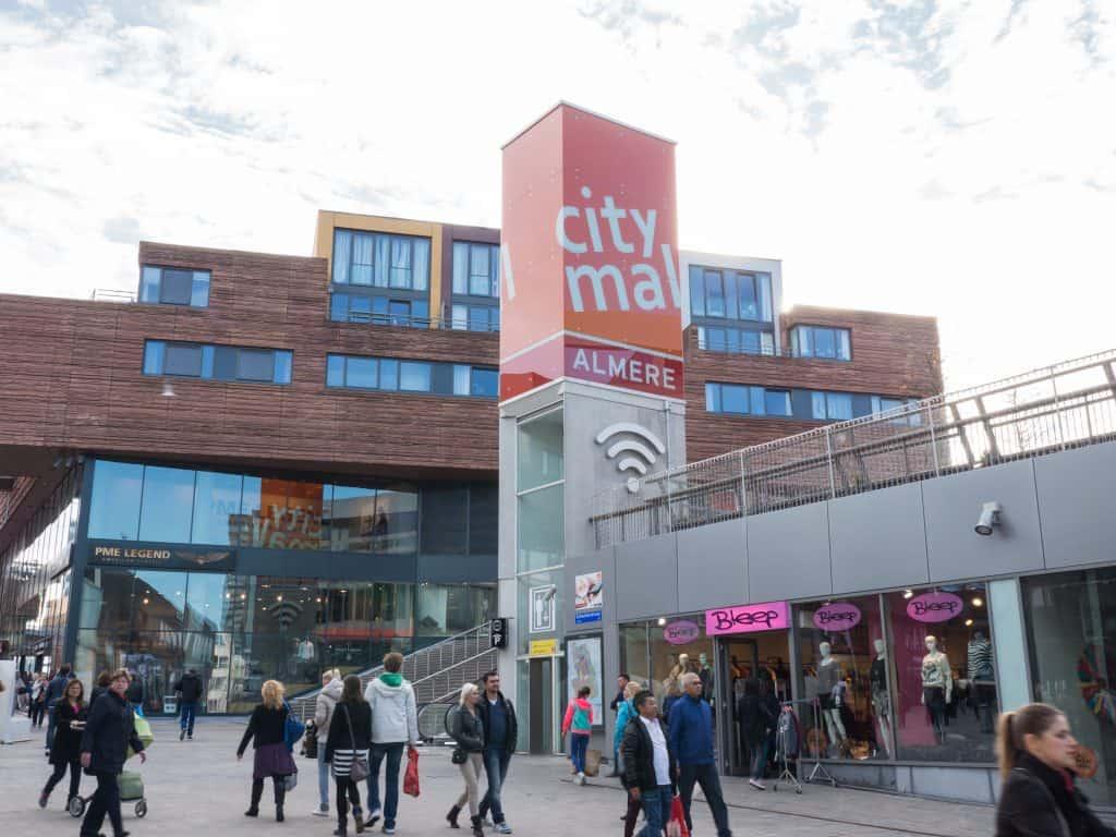 Winkelen in het centrum van Almere