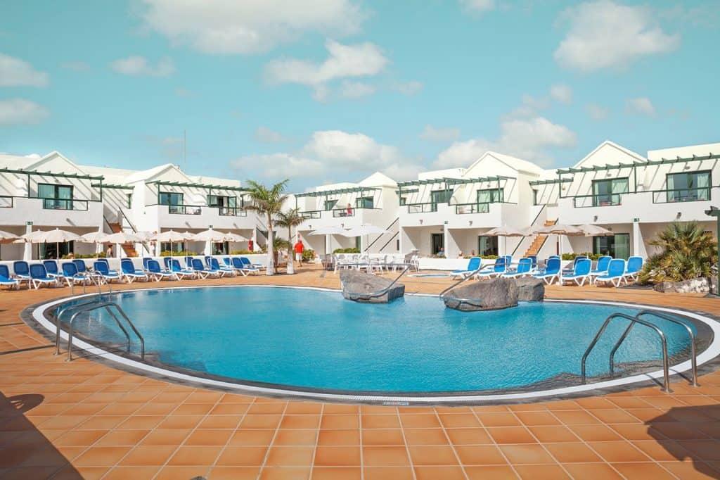 Zwembad van hotel Pocillos Playa in Puerto del Carmen