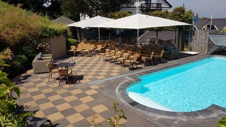 Zwembad van Hotel Villa de Klughte - Puur Zee