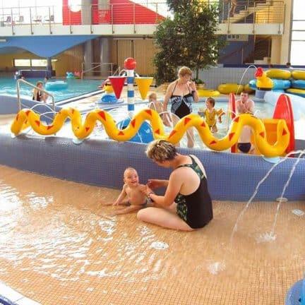 Zwembad van vakantiepark Hässeroder in Saksen-Anhalt