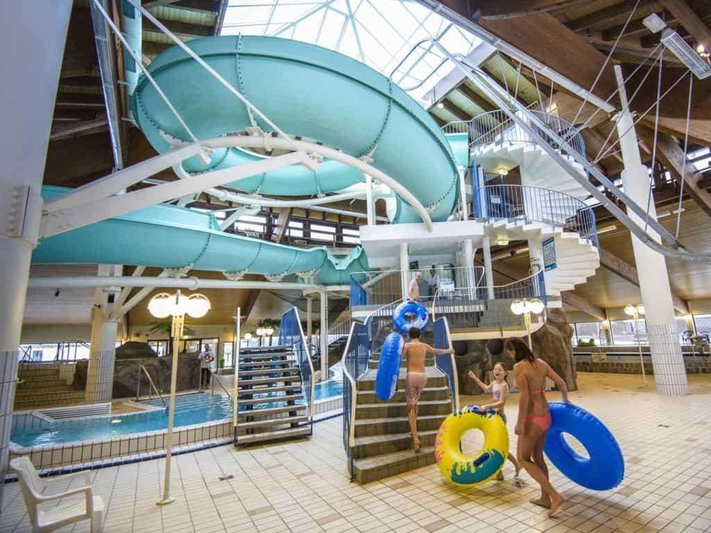 Glijbanen in zwembad van Landal Salztal Paradies