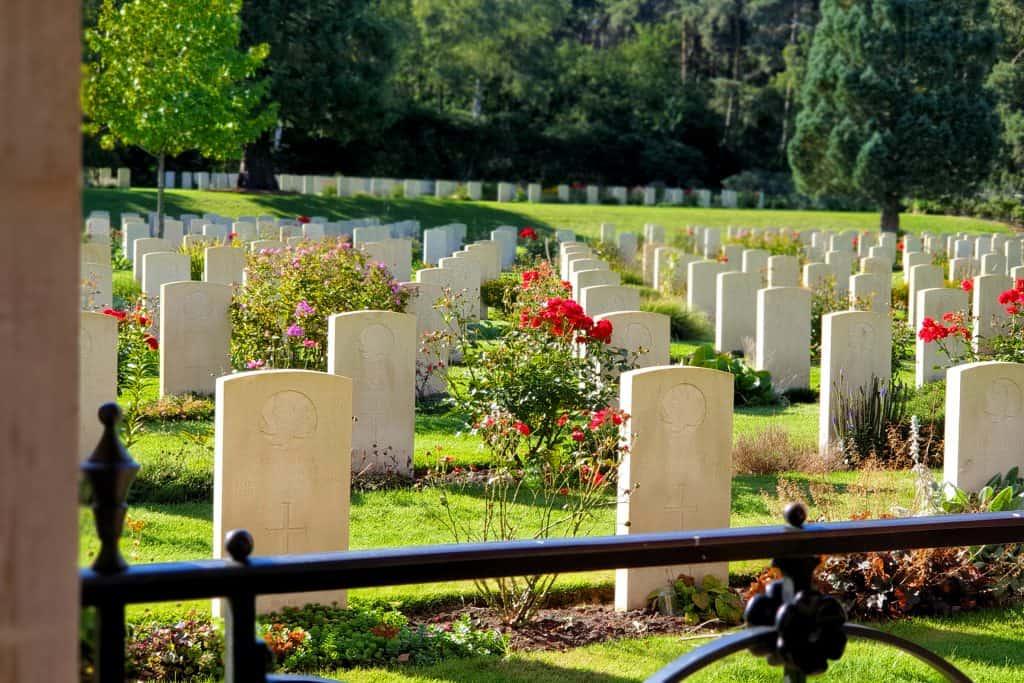 Graven van de Holten Canadian War Cemetery