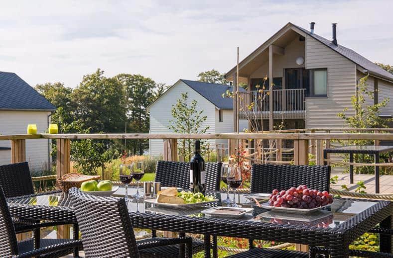 Ontbijt op terras van villa op Golden Lakes Village