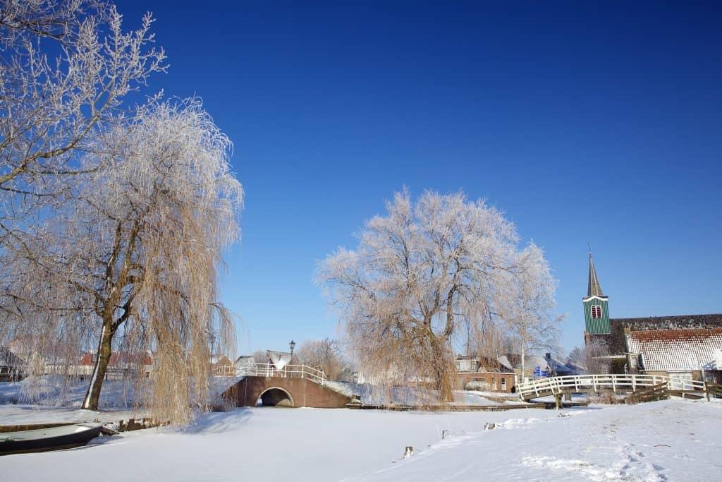 Oudega in de winter in Friesland