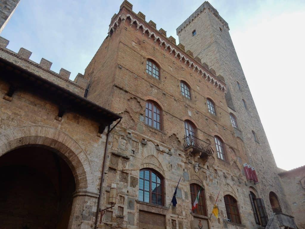 Palazzo Nuovo del Podestà met torre Grossa
