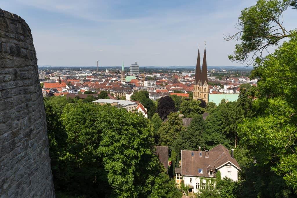 Uitzicht over Bielefeld vanuit het Sparrenburg kasteel