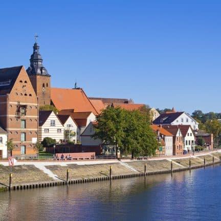Uitzicht op Havelberg met de rivier de Havel