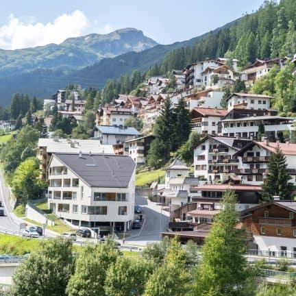 Uitzicht op St. Anton am Arlberg in Oostenrijk