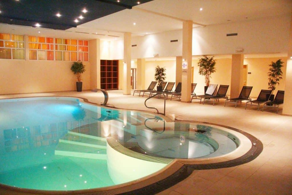 Zwembad van Der Schöne Asten Resort Winterberg